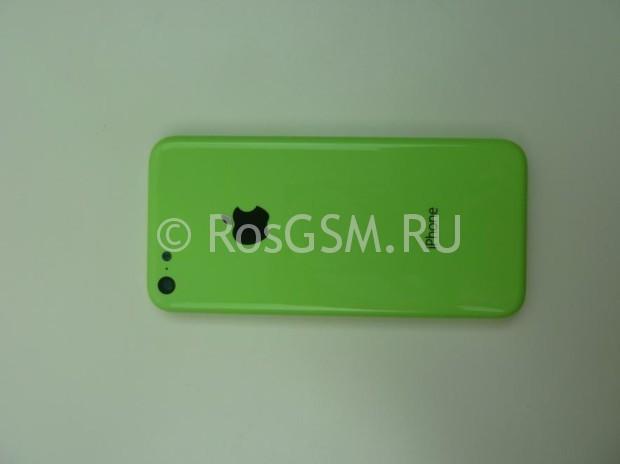 Зеленый iPhone сфотографирован со всех сторон