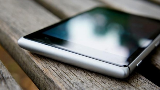 Nokia Lumia 925 зарядили при помощи молнии