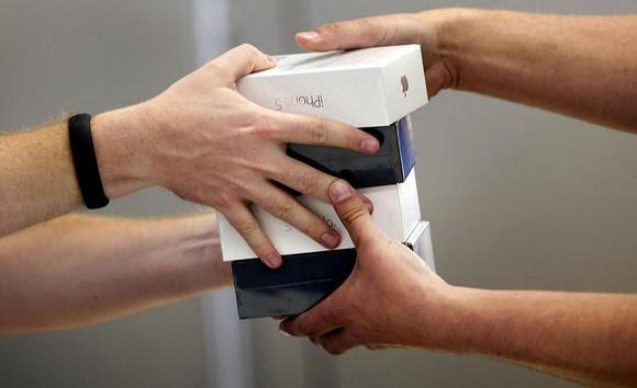 Продажи iPhone: подтасовала ли Apple факты?
