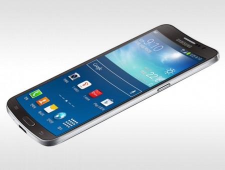 Samsung выпускает смартфон с изогнутым дисплеем