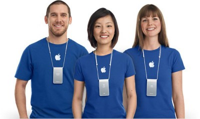 Apple решила переодеть сотрудников Apple Store