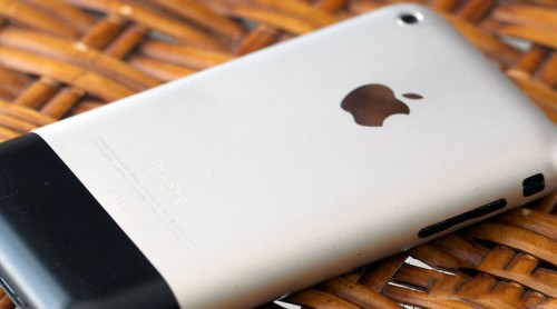 iPhone празднует 8-й день рождения